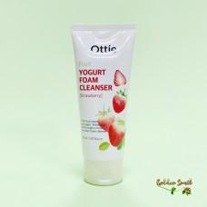 Йогуртовая пенка с экстрактом клубники 150 мл Ottie Fruit Yogurt Foam Cleanser Strawberry